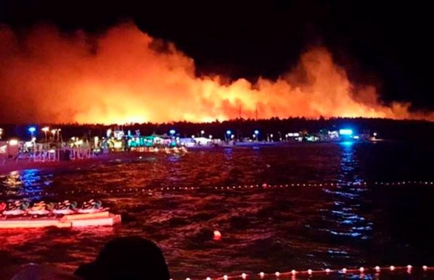 Пожар на курортном острове в Хорватии: эвакуированы 10 тыс. человек