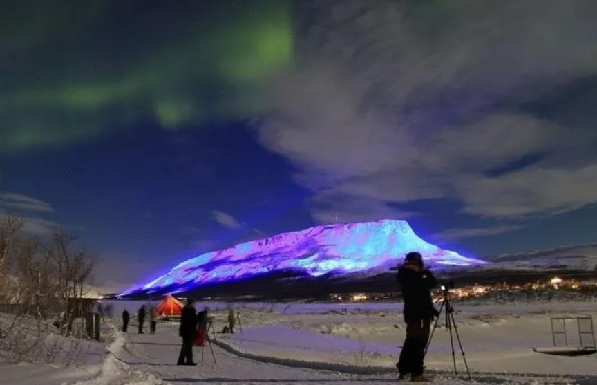 Финский художник устроил фееричное световое шоу в честь дня Святого Патрика в Ирландии