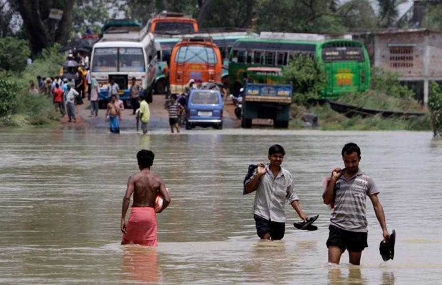 Индия продолжает страдать от муссонных дождей: число жертв растёт