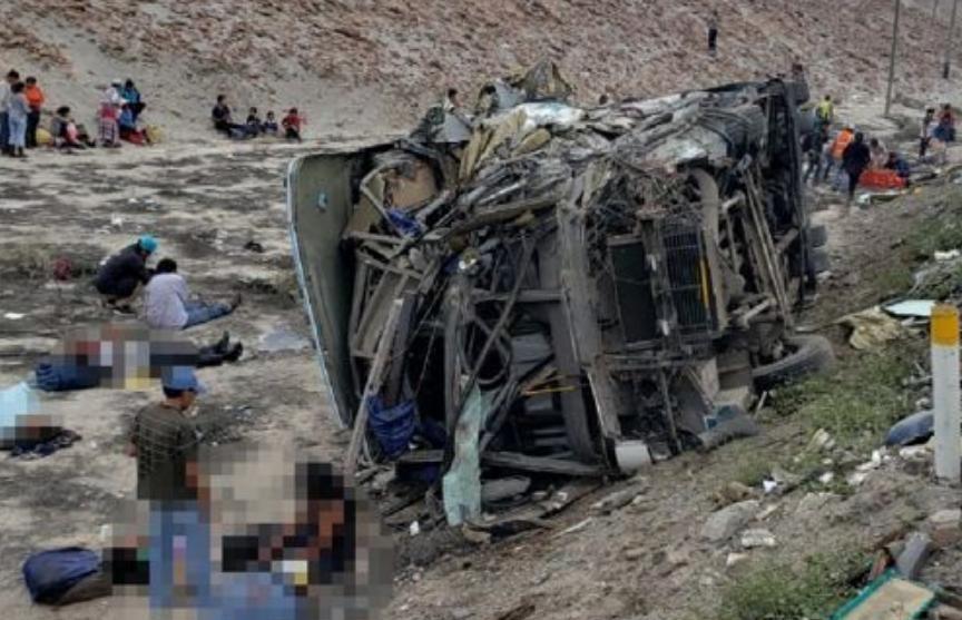 Не менее 11 человек погибли при столкновении двух автобусов в Перу