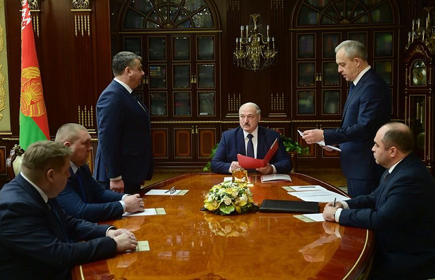 Лукашенко: Времена непростые, шатать и раскачивать нас будут. Кадровый день у Президента