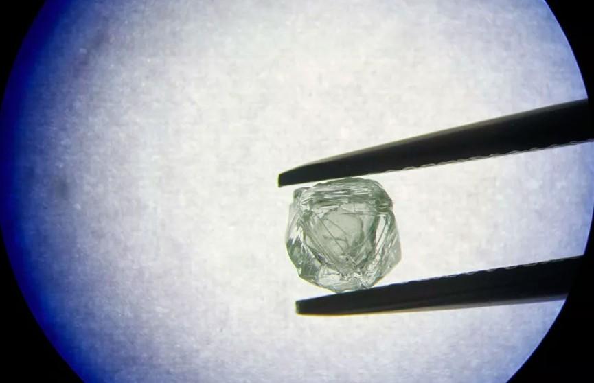 Уникальный алмаз-матрешку возрастом более 800 млн лет добыли в России