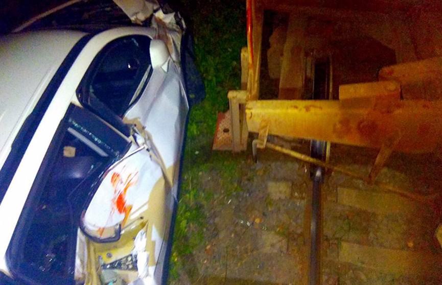 Автомобиль столкнулся с товарным поездом в Минске: водитель не пострадал