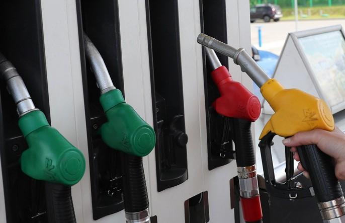 C 13 апреля автомобильное топливо подорожает на 1 коп.