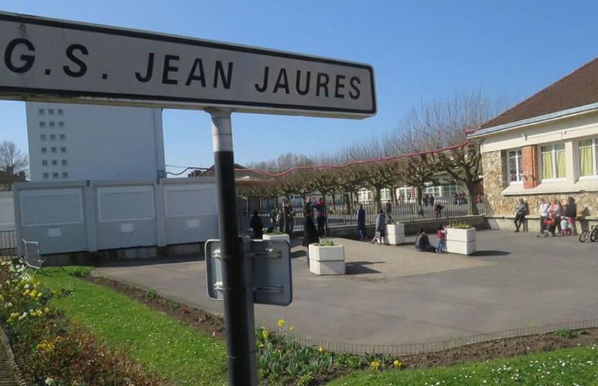 Угрожавшего учителям мужчину задержали у школы под Парижем