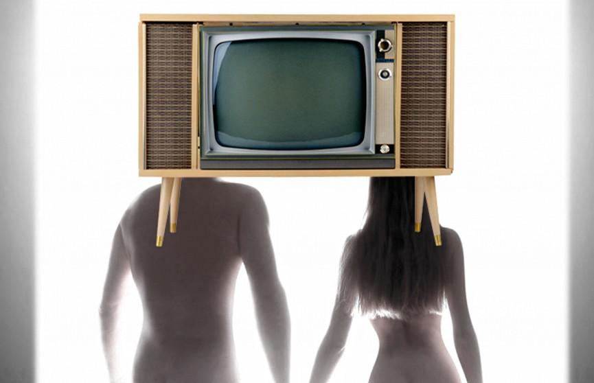 Телевизор убил девушку, упав на неё с 9 этажа в Петербурге