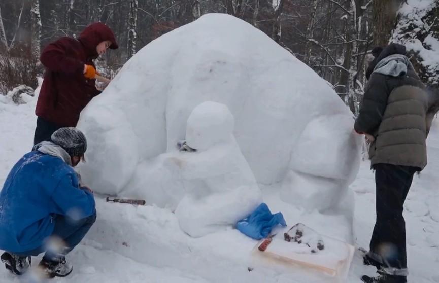 Участники фестиваля снежных скульптур «Мир кристаллов» готовятся к открытию
