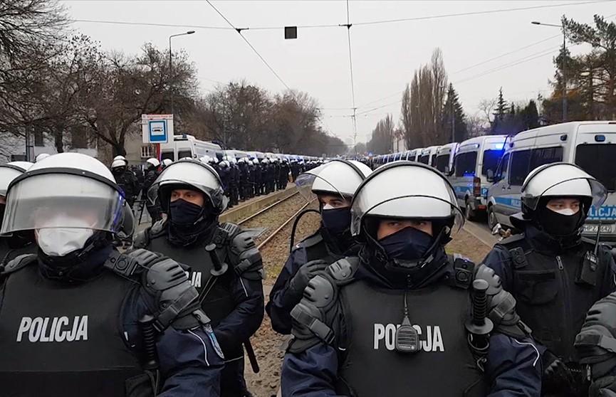 В Польше и Армении не утихают протесты, а военные эксперты предрекают новую гонку вооружения