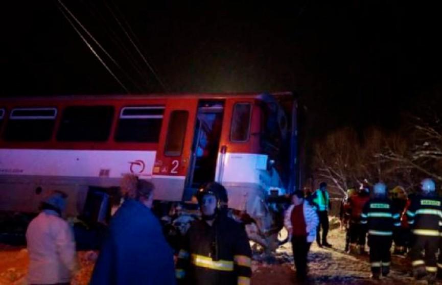 Поезд сошёл с рельсов после столкновения с грузовиком в Словакии