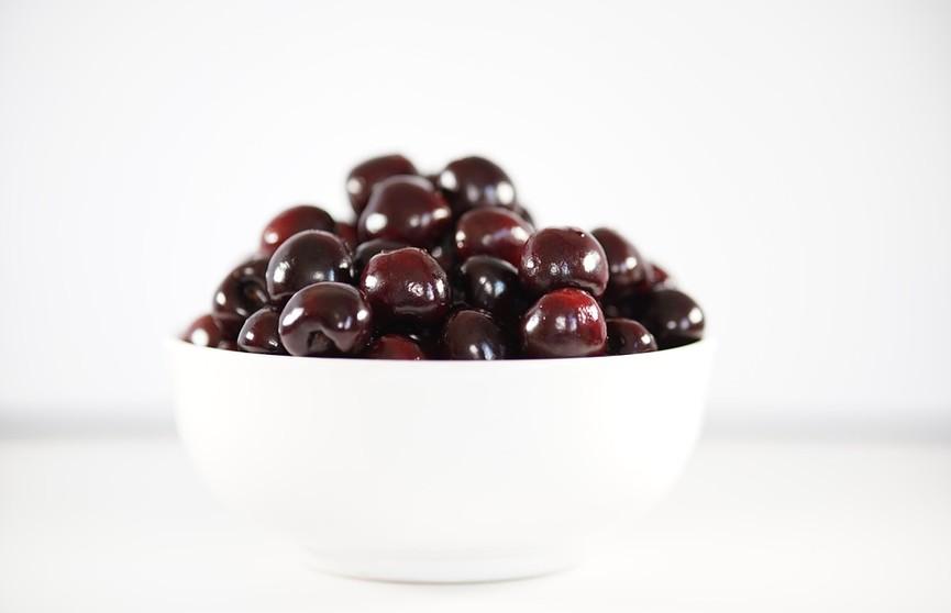 С какими продуктами нельзя сочетать черешню? Рассказывает врач