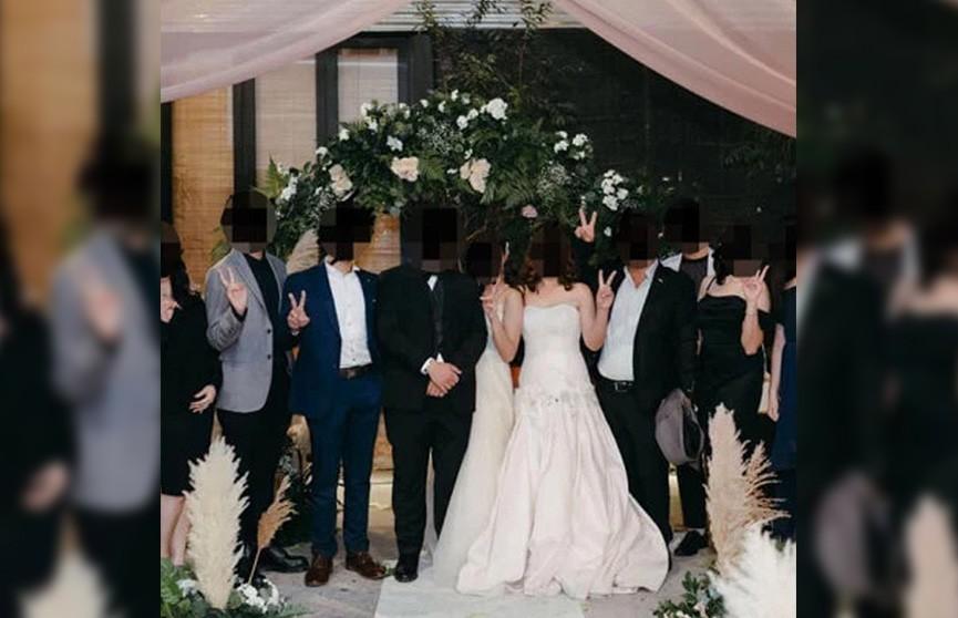Жених женился на обеих? Мать пыталась перещеголять собственную дочь на свадьбе