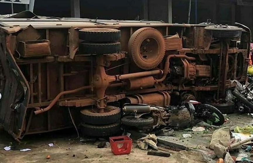 Грузовик въехал в продавцов на рынке во Вьетнаме, есть погибшие