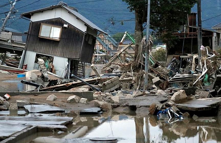 Число жертв ливней в Японии превысило 100 человек