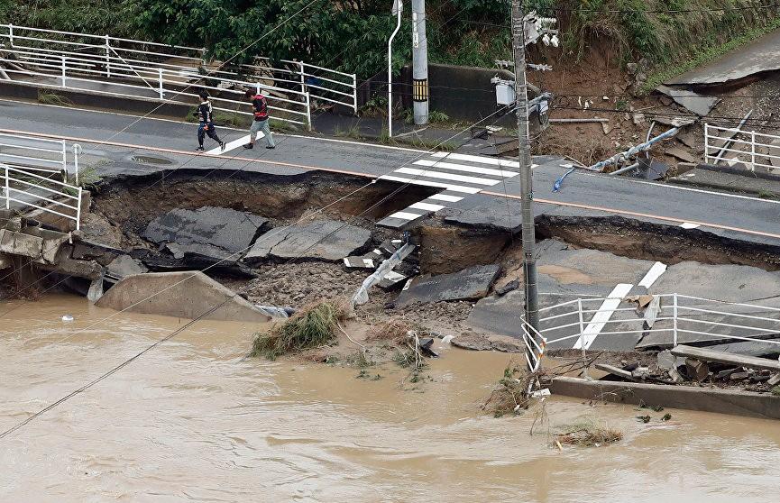 Число жертв наводнения в Японии продолжает увеличиваться