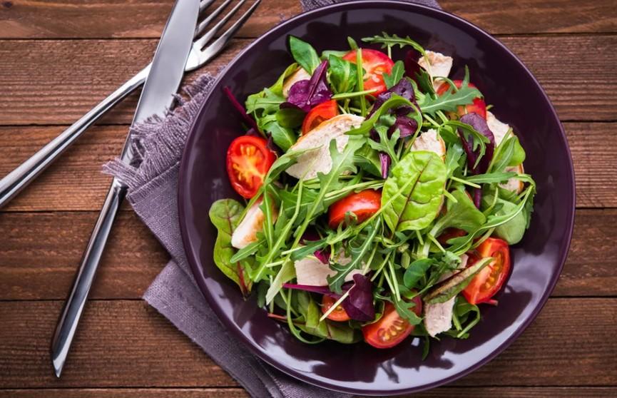 Как ужинать и не поправляться? 5 ошибок во время вечернего приема пищи