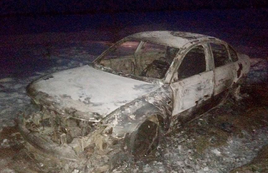 В Лунинецком районе угонщик попал в ДТП и бросил горящую машину