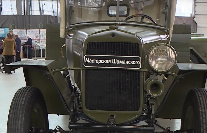 Выставка ретроавтомобилей «Олдтаймер» проходит в Москве: главная тема – 75-летие Великой Победы