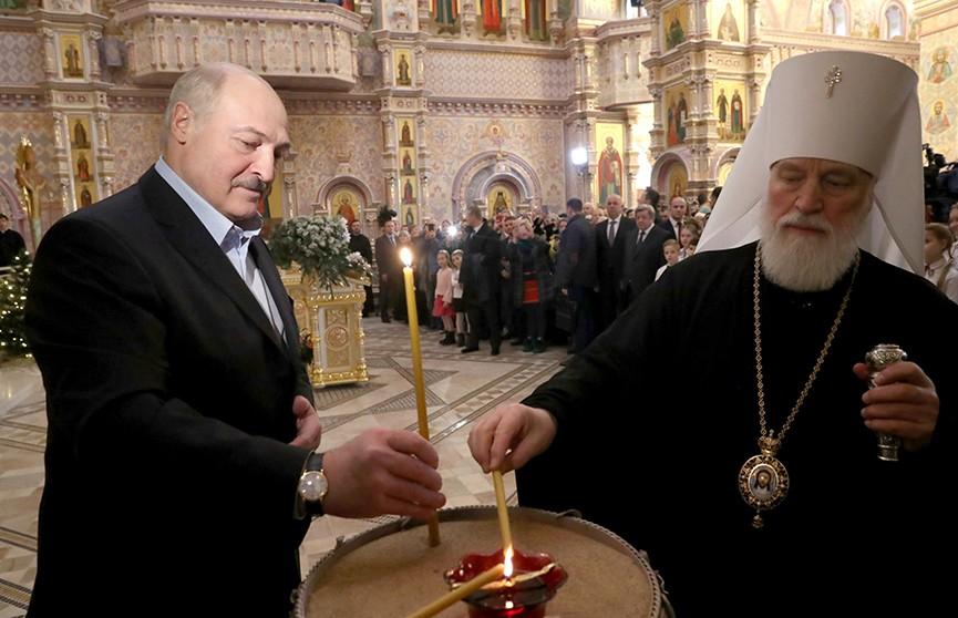 Александр Лукашенко зажёг рождественскую свечу в Храме-памятнике в честь Всех Святых