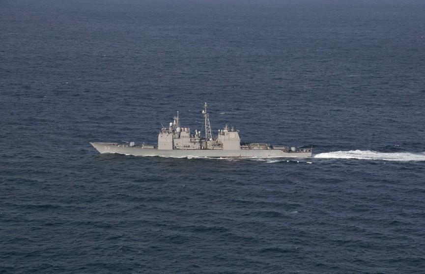 Два корабля – крейсер и сухогруз – столкнулись у побережья США