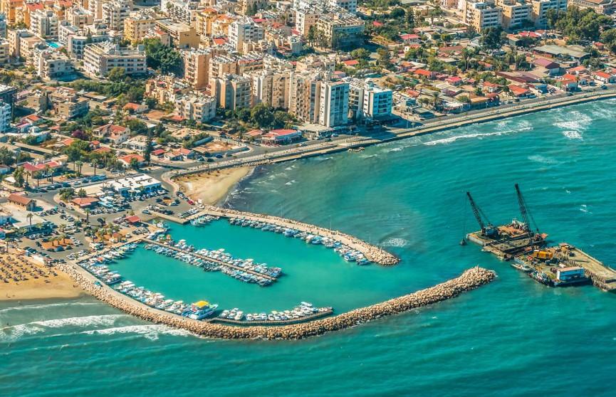 «Белавиа» возобновляет рейсы на Кипр