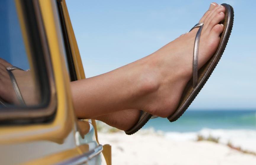 Какая летняя обувь самая опасная? Рассказывает врач