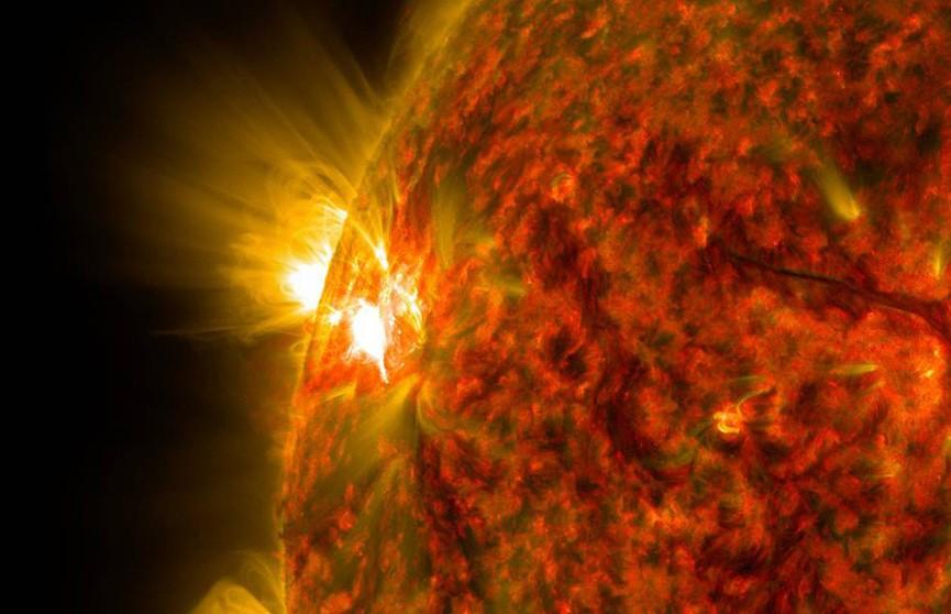 Мощнейшую за три года вспышку на Солнце зафиксировали астрономы