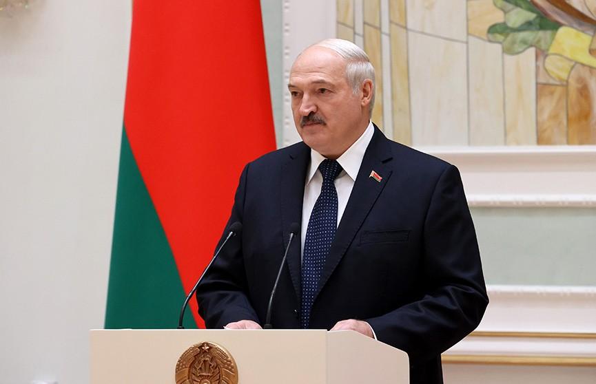 Лукашенко: Белорусы достойно прошли через испытание на прочность национального единства