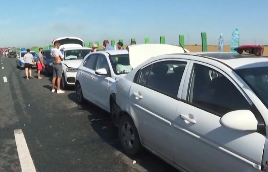 Более 50 машин из-за густого тумана столкнулись на трассе в Румынии