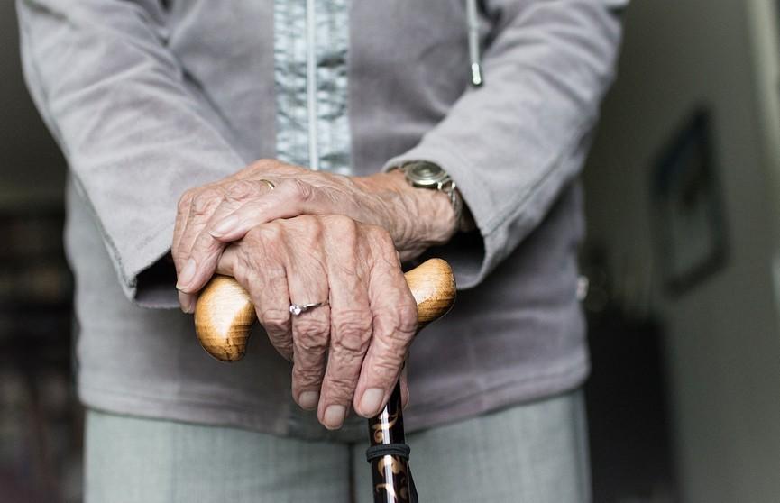 Бабушка подала заявление в милицию на внука из-за того, что он сломал ей костыль