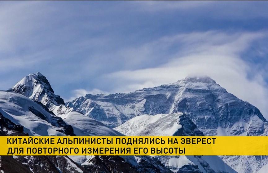 Альпинисты из Китая завершили измерения на вершине Эвереста