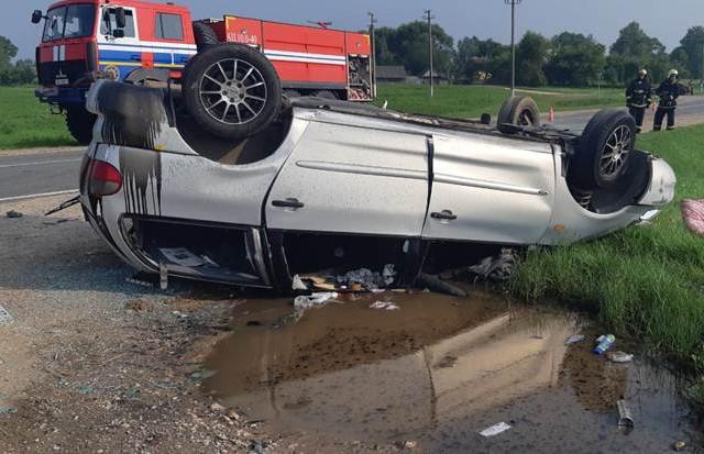 Ford перевернулся в Сенненском районе: водителя выбросило из авто