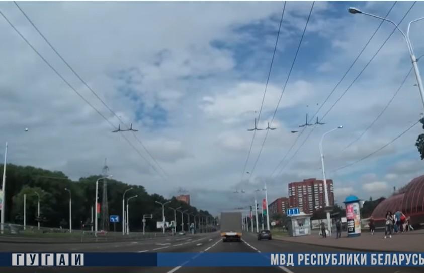 Инспекторы ГАИ в Минске помогли водителю с ребенком: младенец задыхался (ВИДЕО)