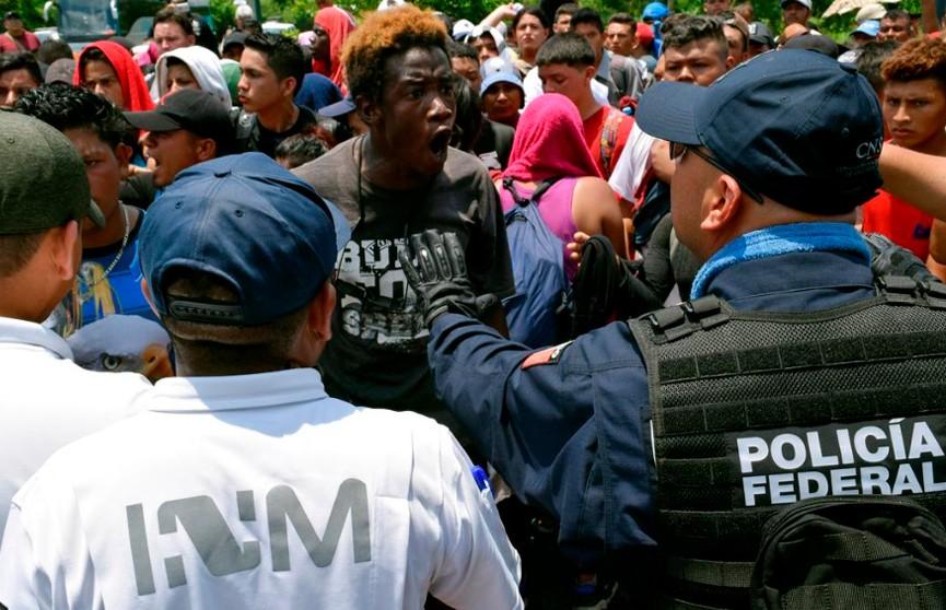 Власти Мексики остановили караван мигрантов у границы с Гватемалой