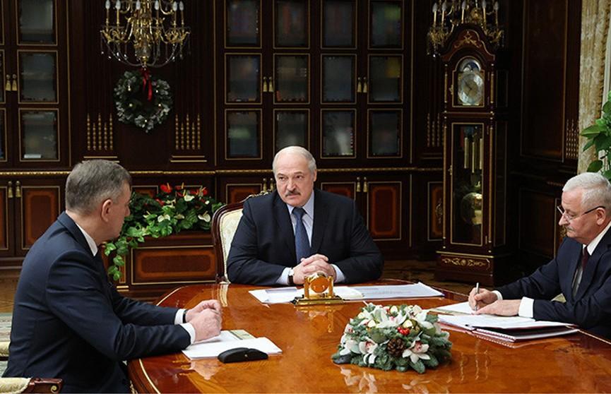 Лукашенко принял с докладом вице-премьера Назарова и министра промышленности Пархомчика