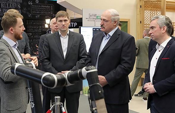 Александр Лукашенко посетил ПВТ и ознакомился с разработками ведущих белорусских IT-компаний