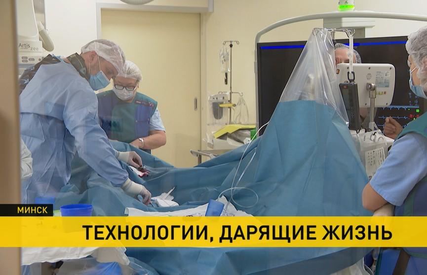 Четыре сложные операции прошли в РНПЦ «Кардиология» под руководством известного российского профессора