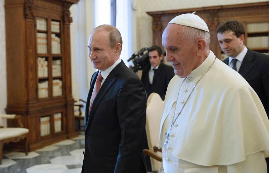 Путин прибыл в Ватикан, чтобы встретиться с папой Римским