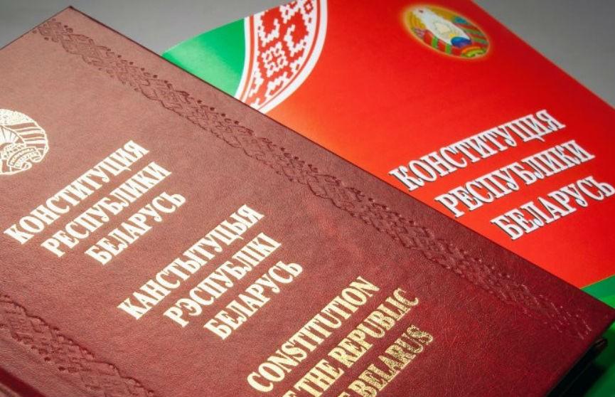 Лукашенко: Нельзя Конституцию отдавать непонятно кому