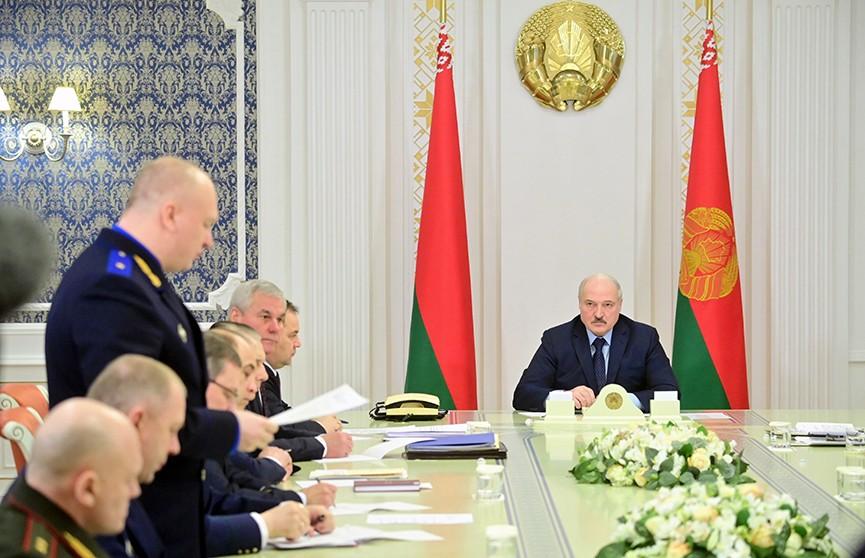 Лукашенко: Буду защищать страну, чего бы мне это ни стоило, надо – на танке, БМП, с автоматом