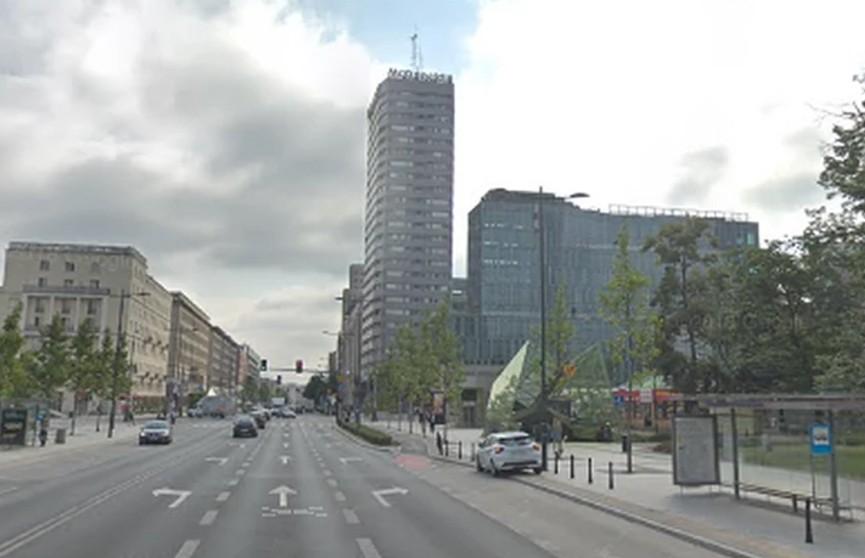 В Варшаве поляк выбросился из окна многоэтажки и упал на украинца