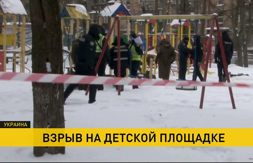 Взрыв на детской площадке в Киеве: обстоятельства выясняются
