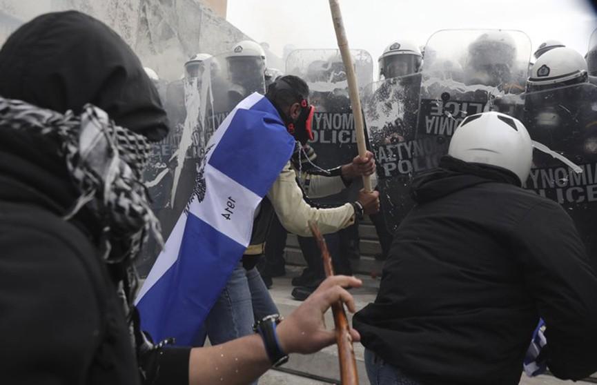 Протесты в Афинах закончились столкновениями с полицией: есть пострадавшие