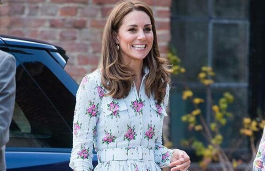 Кейт Миддлтон в цветочном платье восхитила поклонников
