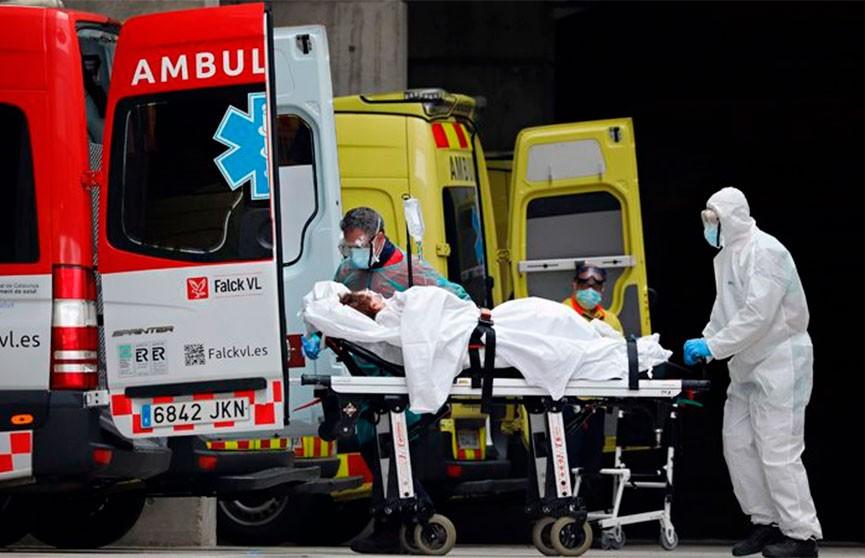 Десятки брошенных и мертвых людей находят испанские военные в домах престарелых