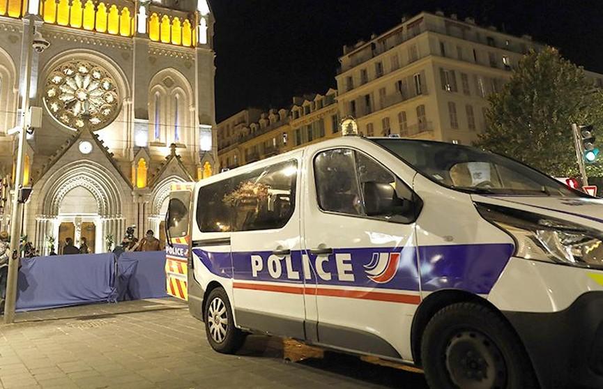 Взявший жену в заложники под Парижем найден мертвым вместе с супругой