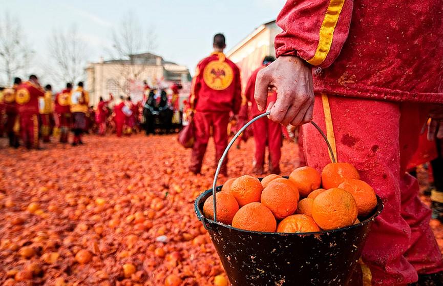 Цитрусовое побоище! В Италии состоялась традиционная «Битва апельсинов»