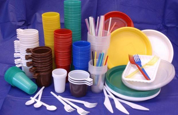Кафе и ресторанам запретят использовать пластиковую посуду