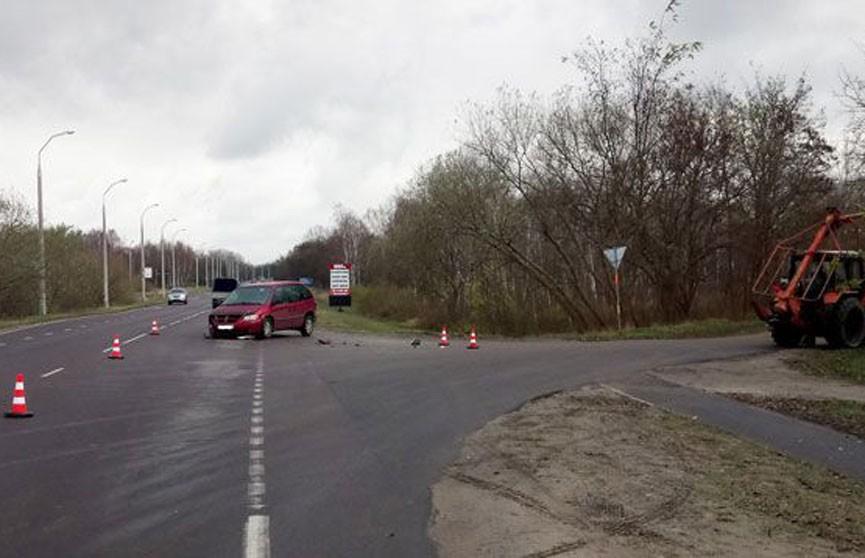 Двухлетний ребёнок пострадал в ДТП в Бресте: легковушка врезалась в бурильно-крановую машину