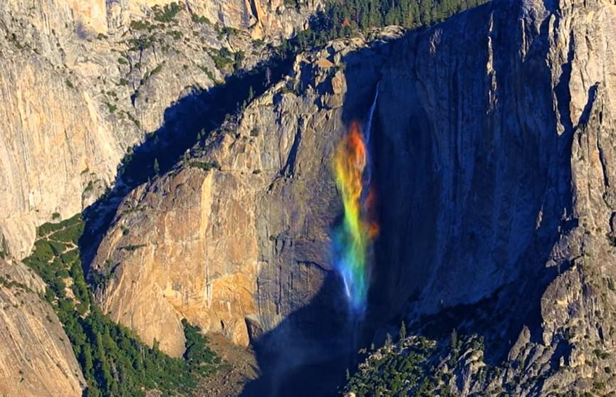 Водопад-радуга: редкое природное явление случайно попало на видео