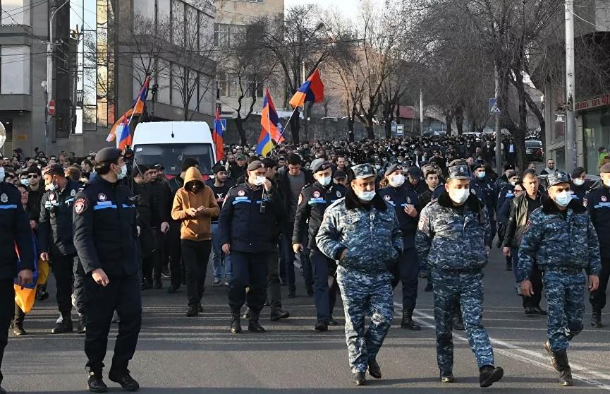 Гражданский раскол в Армении обостряется